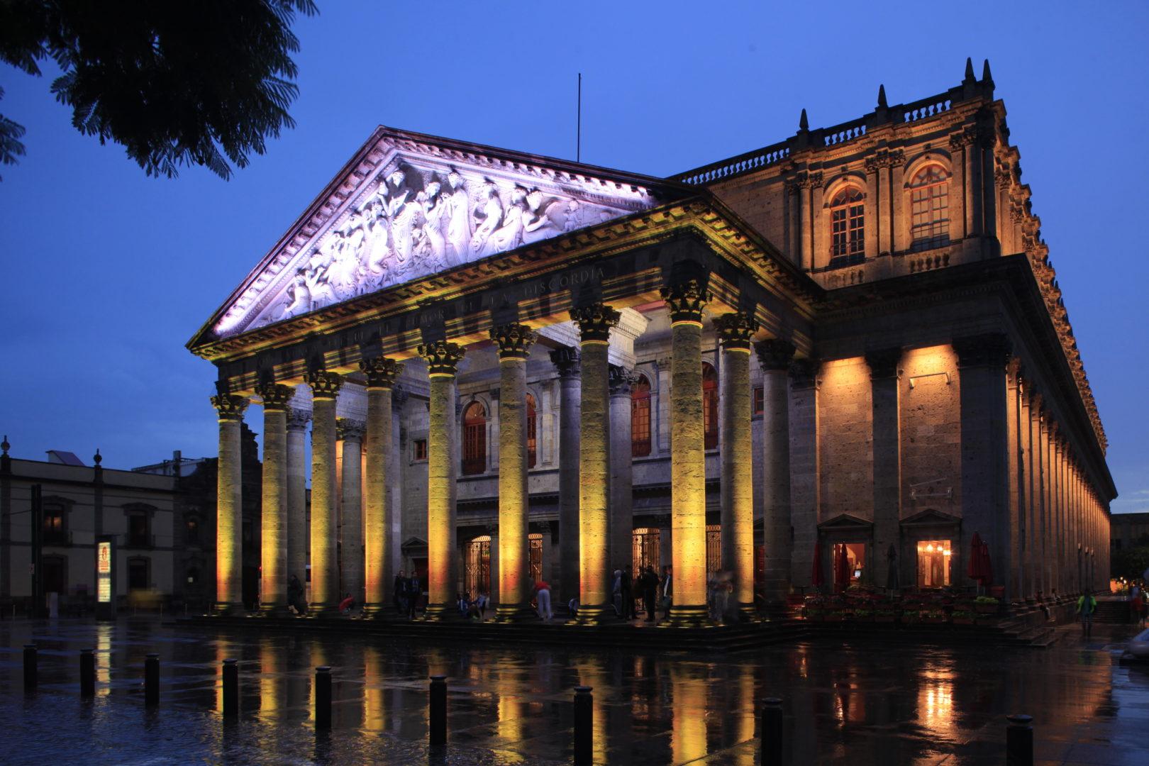El Teatro Santos Degollado está en la lista de monumentos más famosos de Guadalajara.
